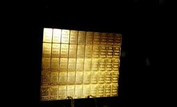 One-gram gold bars are displayed at the annual meeting of German Sparkasse savings banks in Duesseldorf, Germany, April 27, 2016.    REUTERS/Wolfgang Rattay