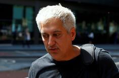 Jay Merchant, un ex operador de Barclays, llega para escuchar su sentencia en una corte en Londres, Reino Unido. 7 de julio de 2016. Cuatro ex operadores de Barclays fueron sentenciados el jueves por un juez de Londres a penas de entre 33 meses y seis años y medio de cárcel, bajo cargos de conspirar para manipular tasas de interés de referencia global. REUTERS/Neil Hall