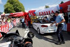 Cycling - Tour de France cycling race - The 162.5 km (101 miles) Stage 7 from L'Isle-Jourdain to Lac de Payolle, France - 08/07/2016 - Officials hold the inflatable arch after it collapsed in the last kilometer of the stage.  REUTERS/Jean-Paul Pelissier