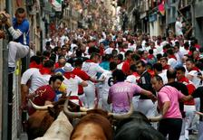 Runners lead Jandilla bulls during the fifth running of the bulls at the San Fermin festival in Pamplona, northern Spain, July 11, 2016. REUTERS/Susana Vera