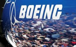 Airbus et Boeing ont relevé lundi leurs prévisions à 20 ans pour la demande d'avions neufs, pariant que la croissance des richesses en Asie continuera à stimuler le trafic aérien et compenser les chocs macroéconomiques. /Photo d'archives/REUTERS/Robert Sorbo