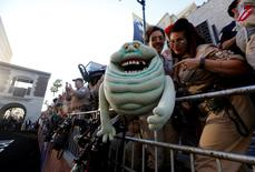 """Fans wait at the premiere of the film """"Ghostbusters"""" in Hollywood, California U.S., July 9, 2016.   REUTERS/Mario Anzuoni"""