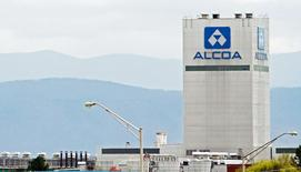 An Alcoa aluminum plant is seen in Alcoa, Tennessee, United States April 8, 2014. REUTERS/Wade Payne/File Photo