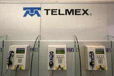 El logo de la empresa mexicana de telecomunicaciones Telmex en Ciudad de México. 17 de febrero 2015. El operador Teléfonos de México, del magnate Carlos Slim, dijo el lunes que reducirá en un 50 por ciento el precio por minuto de las llamadas de aparatos fijos a móviles hacia el 2018. REUTERS/Edgard Garrido