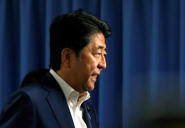 7月12日、安倍晋三首相は午後、来日中のベン・バーナンキ米連邦準備理事会(FRB)前議長と首相官邸で会談した。写真は都内で10日撮影(2016年 ロイター/Toru Hanai)