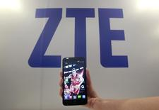 A ZTE smartphone Grand S is displayed during a news conference in Taipei October 12, 2013.  REUTERS/Pichi Chuang