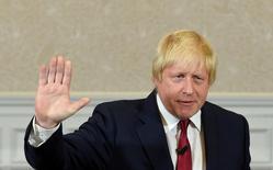 Один из лидеров кампании за выход Британии из ЕС Борис Джонсон выступает в Лондоне 30 июня 2016 года. Тереза Мэй стала новым премьер-министром Великобритании, который должен вывести страну из Евросоюза, и сразу же назначила на ключевые посты в своем правительстве ведущих сторонников Brexit, включая бывшего мэра Лондона Бориса Джонсона. REUTERS/Toby Melville/File Photo