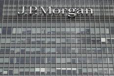 JPMorgan Chase & Co, la première banque américaine par les actifs, a annoncé jeudi une baisse de 1,4% de son bénéfice sur avril-juin, conséquence de la faiblesse persistante de ses marges dans un contexte de taux d'intérêt bas. /Photo d'archives/REUTERS/Reinhard Krause
