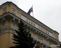 Штаб-квартира ЦБР в Москве. Банк России ожидает возобновление замедления годовой инфляции в июле 2016 года сучетом более низкой, чем годом ранее, индексации коммунальных платежей (в среднем на 4 процента против 8,7 процента впрошлом году), благоприятных прогнозов наурожай, сдержанных потребительских настроений.  REUTERS/Sergei Karpukhin