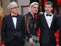 """Director Woody Allen (L) and cast members Kristen Stewart and Jesse Eisenberg pose on the red carpet as they arrive for the opening ceremony and the screening of the film """"Cafe Society"""" out of competition during the 69th Cannes Film Festival in Cannes, France, May 11, 2016.     REUTERS/Yves Herman - RTX2DVGQ"""