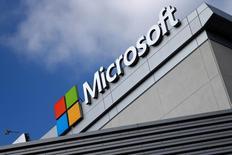 Логотип Microsoft. Лос-Анджелес, Калифорния, 14 июля 2016 года. Федеральный апелляционный суд США постановил, что Microsoft Corp и другие компании нельзя принудить открыть доступ к электронной почте пользователей, которая хранится на серверах за пределами США. REUTERS/Lucy Nicholson