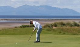 Golf-British Open - Denmark's Soren Kjeldsen putts on the fifth green during the first round - Royal Troon, Scotland, Britain - 14/07/2016.   REUTERS/Russell Cheyne
