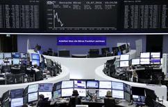Les Bourses européennes sont en baisse mardi à la mi-séance. À Paris, le CAC 40 cède 1,21% à 4.304,81 points vers 10h20 GMT. À Francfort, le Dax abandonne 1,38% et à Londres, le FTSE 0,49%. /Photo prise le 19 juillet 2016/REUTERS