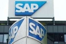 Las acciones europeas subían en las primeras operaciones del miércoles, liderando el mercado el grupo químico suizo Lonza y la empresa de software SAP tras comunicar sólidos resultados. En la imagen de archivo, el logo del grupo alemán de software en su sede de Walldorf, el 12 de mayo de 2016. REUTERS/Ralph Orlowski