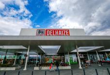 Le distributeur belge Delhaize a annoncé jeudi une forte croissance de son bénéfice au deuxième trimestre, à la faveur de solides performances en Roumanie et en Grèce. /Photo prise le 4 avril 2016/REUTERS/Yves Herman