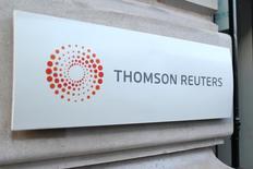 Thomson Reuters, qui fait état d'un chiffre d'affaires étale au deuxième trimestre à taux de change constants, confirme ses objectifs annuels. /Photo d'archives/REUTERS/Charles Platiau