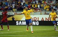 Renato Augusto comemora gol marcado pela seleção brasileira contra o Haiti pela Copa América Centenário, em Orlando 08/06/2016 REUTERS/Kim Klement-USA TODAY Sports