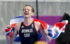 Britain's Alistair Brownlee celebrates after winning in the men's triathlon final during the London 2012 Olympic Games at Hyde Park August 7, 2012.   REUTERS/Jorge Silva