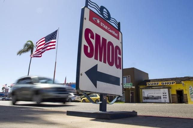Cars drive past a California emissions testing site in Oceanside, California, U.S. on September 29, 2015. REUTERS/Mike Blake/File Photo