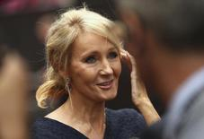A autora J.K. Rowling conversa com a imprensa ao chegar na apresentação de gala da peça Harry Potter and the Cursed Child em Londres 30/07/2016 REUTERS/Neil Hall