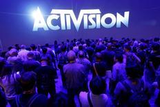 """L'éditeur de jeux vidéo Activision Blizzard a publié jeudi un chiffre d'affaires en hausse de 50,4% au deuxième trimestre, porté par le lancement réussi d'Overwatch"""" et l'acquisition de King Digital, le concepteur de """"Candy Crush"""". /Photo d'archives/REUTERS/Jonathan Alcorn"""