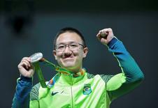 Wu leva prata, primeira medalha olímpica do Brasil na Rio 2016  06/08/2016 REUTERS/Edgard Garrido
