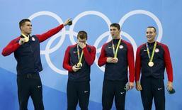 Equipe norte-americana medalhista de ouro no revezamento 4x100m nado livre.   07/08/2016       REUTERS/David Gray