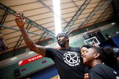 """Former NBA player Amar'e Stoudemire poses for a selfie with children during a basketball workshop for youth entitled """"Amar'e Stoudemire 2016 Basketball Peace Camp"""", days after arriving in Israel to play for Hapoel Jerusalem Basketball Club, in Jerusalem August 8, 2016. REUTERS/Ronen Zvulun"""