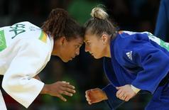 Rafaela Silva, do Brasil (E) e Corina Caprioriu da Romênia (D) competem  08/08/2016 REUTERS/Toru Hanai