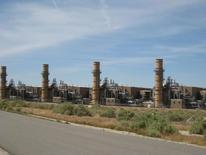 Imagen de archivo de la planta de gas natural La Paloma en McKittrick, EEUU, abr 20, 2009. La Administración de Información de Energía de Estados Unidos redujo el martes su pronóstico para la producción y consumo de gas natural en 2016 respecto a sus expectativas del mes pasado, aunque ambos aún alcanzarían niveles récord.   Courtesy of Rockland Capital/Handout via REUTERS  IMAGEN SOLO DE USO EDITORIAL, PROPIEDAD DE TERCEROS