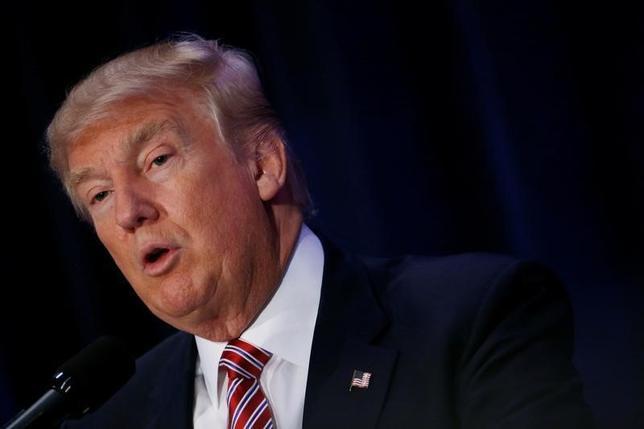 8月11日、米大統領選の共和党候補ドナルド・トランプ氏(写真)は、オバマ米大統領と民主党の大統領候補ヒラリー・クリントン氏が過激派組織「イスラム国(IS)」の「共同創設者」と発言した(2016年 ロイター/Eric Thayer)
