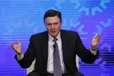 """El presidente del Banco de la Reserva Federal de Atlanta, Dennis Lockhart,  en un foro en Nueva York el 18 de noveimbre de 2015. La economía estadounidense estaría lo suficientemente sólida como para que la Reserva Federal decida al menos un alza de tasas de interés antes de finales de año, ya que se mantienen los avances en el empleo y la inflación marcha en una dirección """"saludable"""", dijo el martes el presidente de la Fed de Atlanta, Dennis Lockhart. REUTERS/Lucas Jackson"""