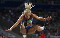 2016 Rio Olympics - Athletics - Preliminary - Women's Long Jump Qualifying Round - Groups - Olympic Stadium - Rio de Janeiro, Brazil - 16/08/2016. Darya Klishina (RUS) of Russia competes.   REUTERS/Phil Noble