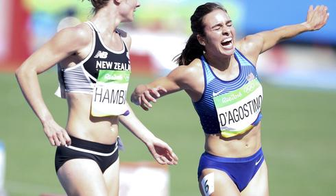 Olympic runner stops to help competition