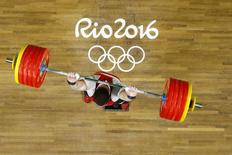 Lasha Talakhadze levanta peso na Rio 2016.  16/08/2016.  REUTERS/Damir Sagolj