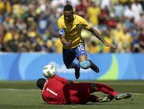 Neymar bate goleiro de Honduras para marcar gol mais rápido das Olimpíadas. 17/08/2016 REUTERS/Bruno Kelly