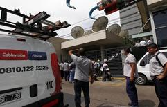 Imagen de archivo de las oficinas de Cablevisión en Buenos Aires, dic 20, 2011. El Grupo Clarín de Argentina escindirá la participación accionarial de sus operaciones en Cablevisión S.A., mediante la cual el grupo opera sus negocios de televisión por cable, internet y transmisión de datos, dijo el gigante mediático en la noche del martes.  REUTERS/Marcos Brindicci