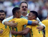 Nicale comemora com Neymar e Gabriel Jesus  17/08/2016 REUTERS/Bruno Kelly