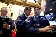 Traders work on the floor of the New York Stock Exchange (NYSE) in New York City, U.S., August 17, 2016.  REUTERS/Brendan McDermid