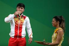Levantador de peso medalhista de bronze na Rio 2016 Izzat Artykov.  09/08/2016        Daniel Powers-USA TODAY Sports