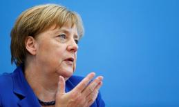 Ангела Меркель на пресс-конференции в Берлине. У Евросоюза нет оснований отменять санкции против России, поскольку Москва не выполнила все свои обязательства в рамках минских договоренностей, заявила канцлер Германии Ангела Меркель в интервью, опубликованном в пятницу.  REUTERS/Hannibal Hanschke