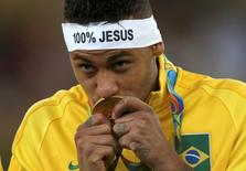2016 Rio Olympics - Soccer - Victory Ceremony - Men's Football Tournament Victory Ceremony - Maracana - Rio de Janeiro, Brazil - 20/08/2016. Neymar (BRA) of Brazil kisses his gold medal. REUTERS/Ueslei Marcelino