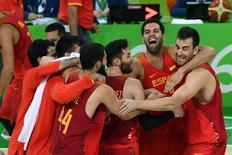 Jogadores da Espanha comemoram.  21/8/2016.  REUTERS/Dylan Martinez