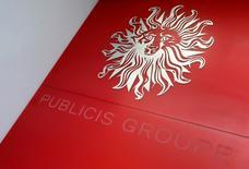 PUBLICIS prend 1,22% alors que son concurrent WPP (qui gagne près de 6%), premier groupe publicitaire mondial, a relevé sa prévision de chiffre d'affaires annuel. /Photo d'archives/REUTERS/Jacky Naegelen