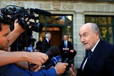Ex-presidente da Fifa Joseph Blatter em frente à CAS, em Lausanne. 25/08/2016 REUTERS/Pierre Albouy