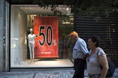 A Athènes. La Grèce a connu au deuxième trimestre une croissance économique de 0,2% par rapport aux trois mois précédents. Ce chiffre est légèrement inférieur à la précédente estimation de l'institut grec de la statistique d'une progression de 0,3% du produit intérieur brut. /Photo d'archives/REUTERS/Ronen Zvulun