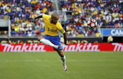 Daniel Alves durante partida da seleção na Copa América Centenário, nos EUA. 08/06/2016           Kim Klement-USA TODAY Sports