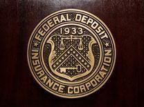 El logo de la Corporación Federal de Seguro de Depósitos, en la sede del organismo en Washington. 23 de febrero de 2011. Los bancos estadounidenses registraron un aumento de 584 millones de dólares, o un 1,4 por ciento, en sus utilidades netas del segundo trimestre frente a igual período de 2015, en una señal de fortaleza del sector, reveló la Corporación Federal de Seguros de Depósitos (FDIC). REUTERS/Jason Reed