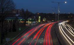 Traffic passes a BP gas station on the North Circular Road in London, Britain January 28, 2016. REUTERS/Neil Hall