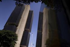 Sede del Banco Central de Brasil en Brasilia. 9 de diciembre de  2015. El Banco Central de Brasil mantuvo estables las tasas de interés en máximos de una década por noveno mes consecutivo el miércoles, perseverando en una política que apenas ha hecho mella sobre la inflación pese a la profunda recesión en el país. REUTERS/Ueslei Marcelino